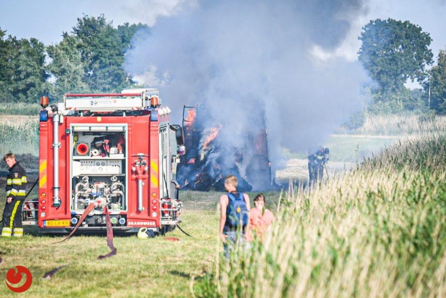 Uitslaande trekkerbrand in weiland