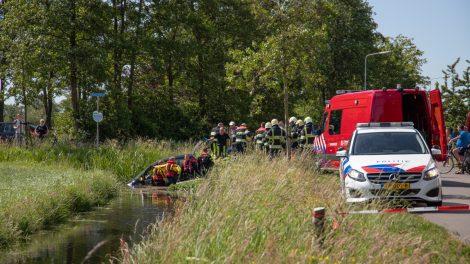 Man door brandweer uit te water geraakte auto gehaald
