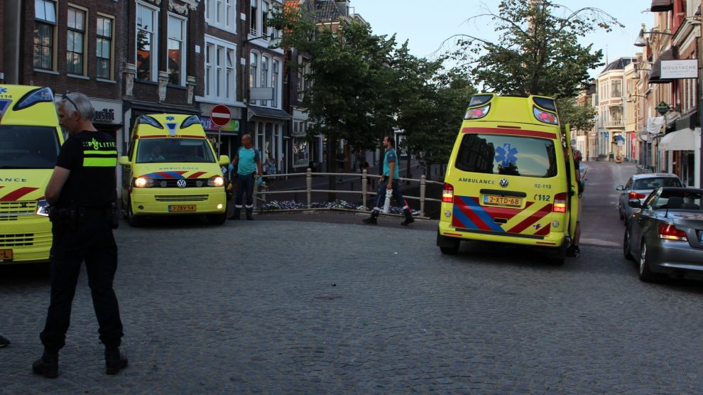 Maaltijdbezorgster gewond na botsing met auto