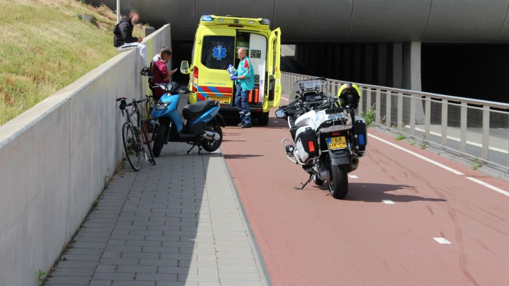 Wielrenner gewond na botsing met scooter