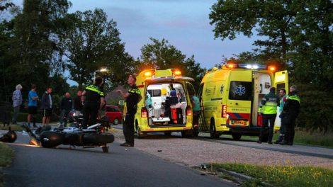 Motorrijder ernstig gewond na val