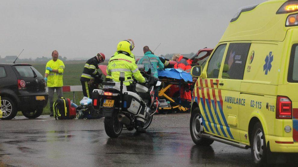 Drie gewonden bij fors ongeval op kruising