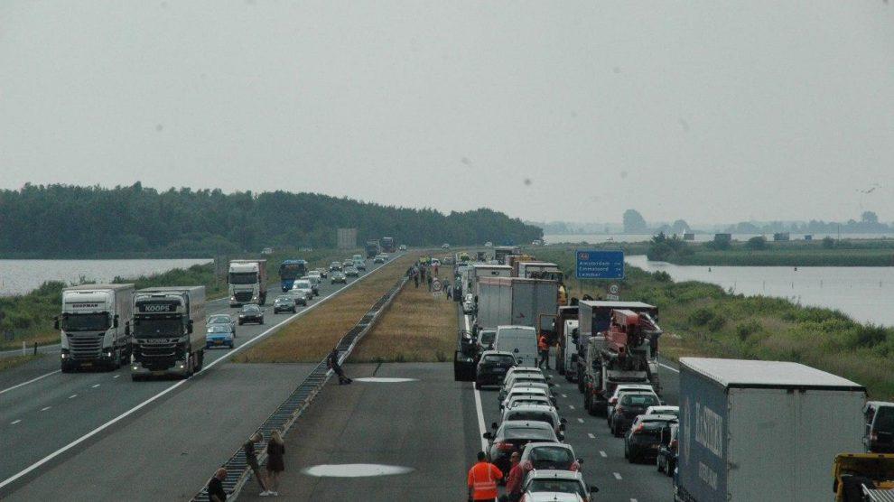 Snelweg A6 afgesloten door ongeval