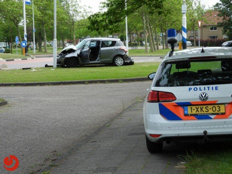 Gewonde bij eenzijdig ongeval met betonblok op rotonde