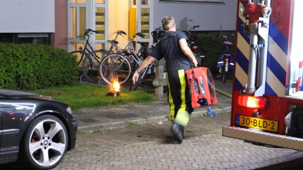 Keukenbrand in portiekwoning door vlam in de pan