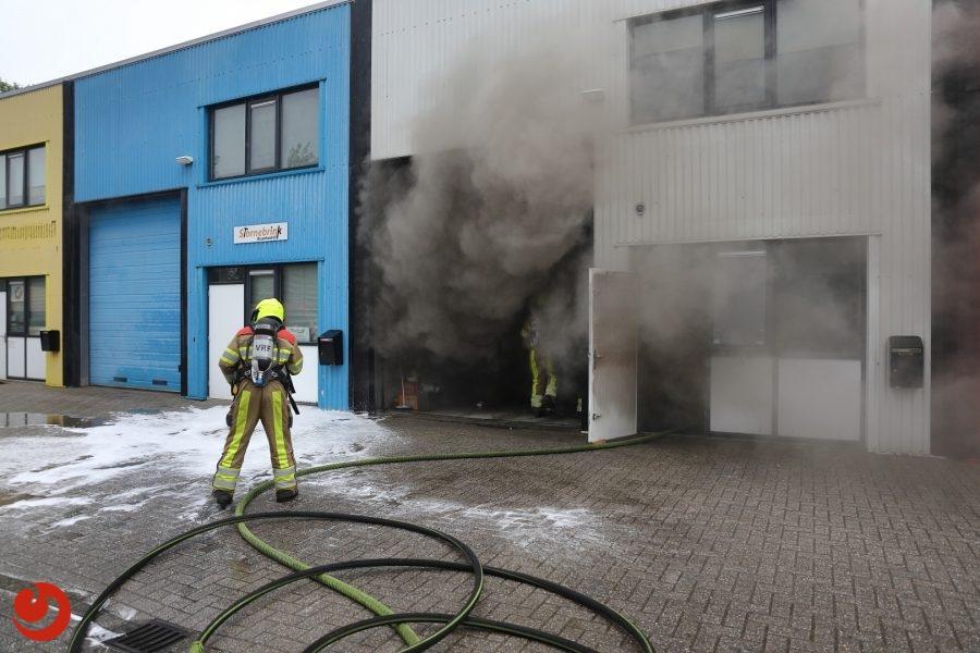 Forse binnenbrand in bedrijfsverzamelgebouw