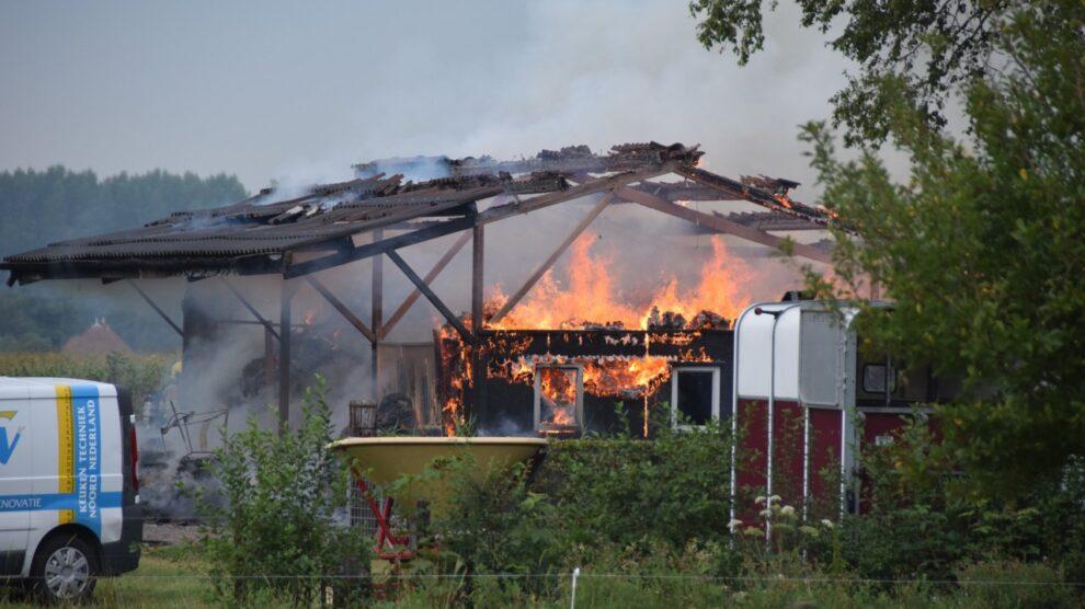 Uitslaande brand verwoest schuur