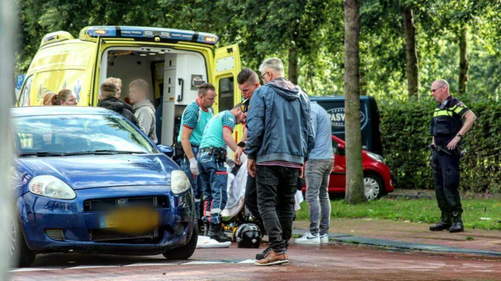 Scooter in botsing met auto; vrouw gewond