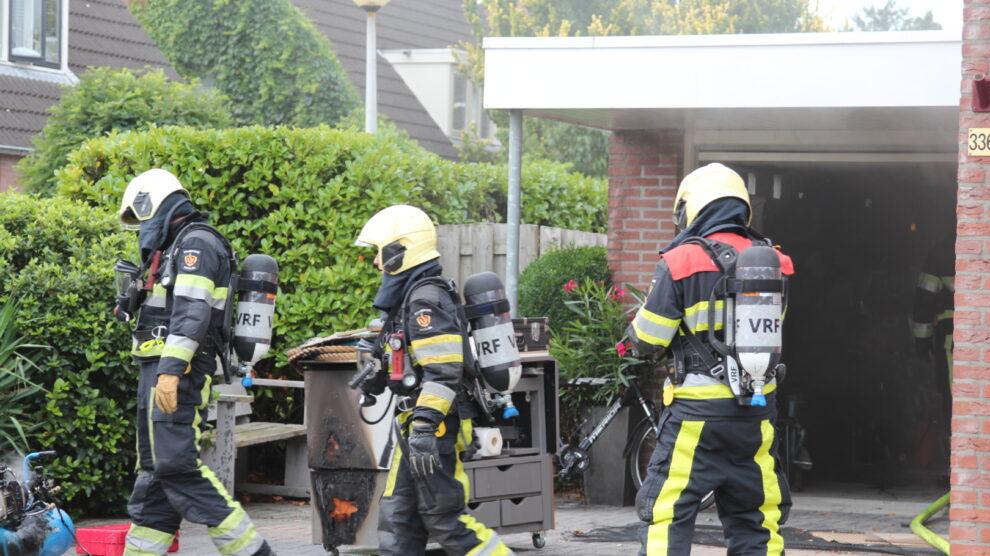 Postbezorger ontdekt brand in garage