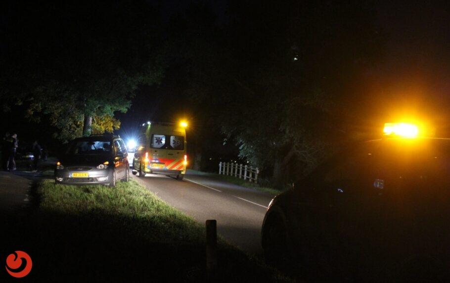 Auto van de weg; automobilist gewond
