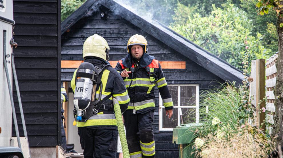 Brand in plafond van schuur snel onder controle