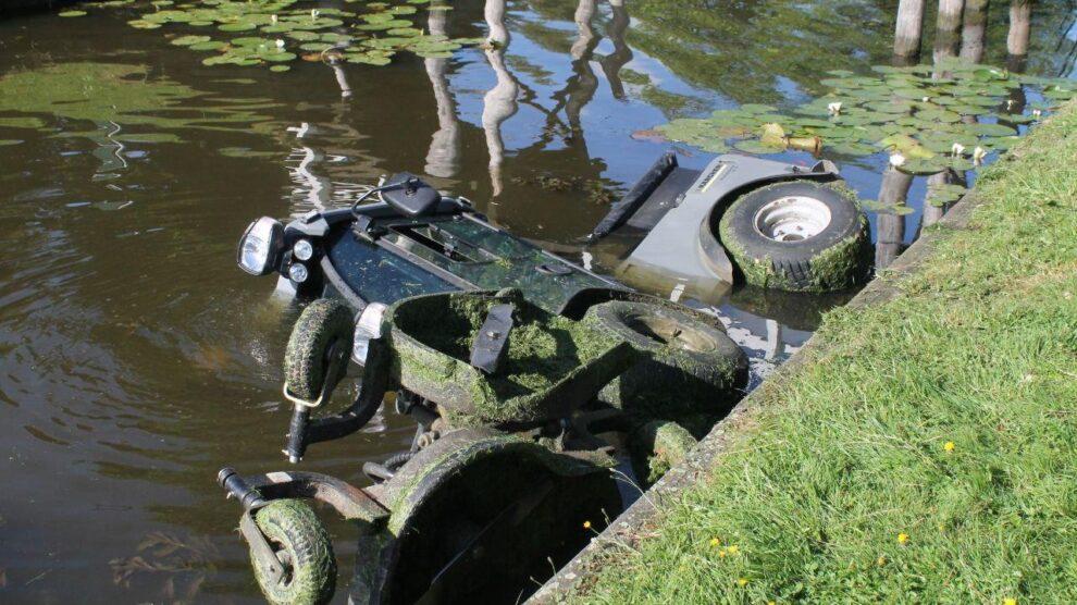 Hulpdiensten in actie voor in water aangetroffen maaimachine