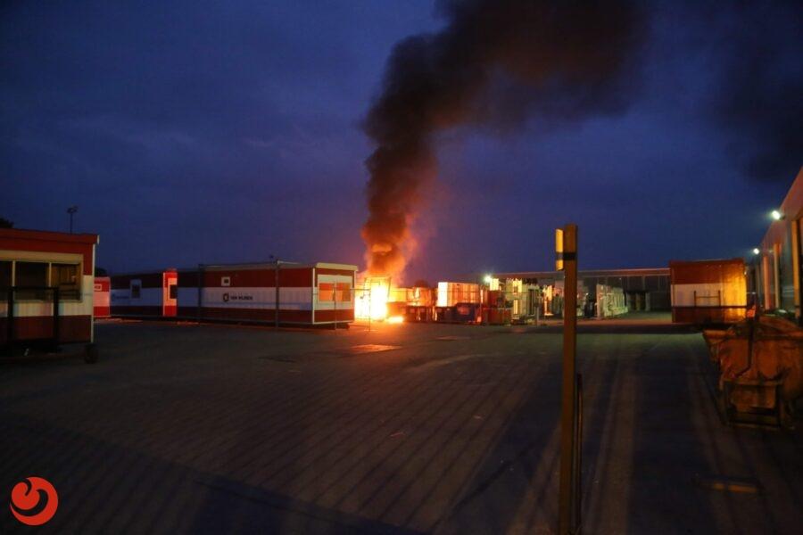 Felle containerbrand bij bouwbedrijf
