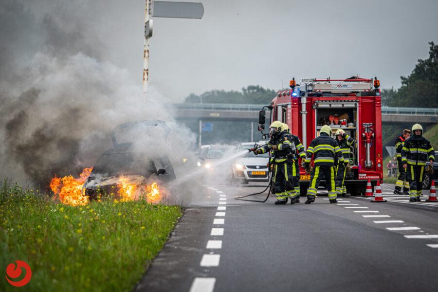 Auto uitgebrand op de N351