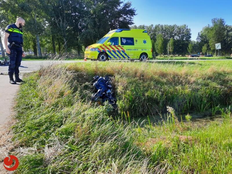 Motorrijder gaat onderuit en raakt gewond