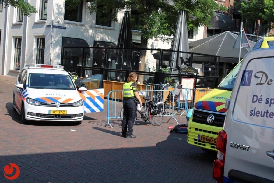 Fietser gewond na aanrijding met taxibusje