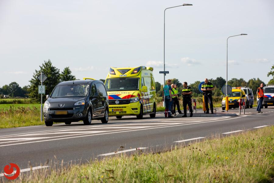 Fietser zwaargewond na aanrijding met auto