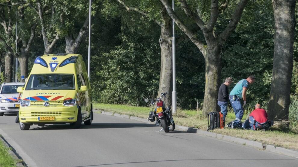 Bijrijdster op motor gewond bij ongeval