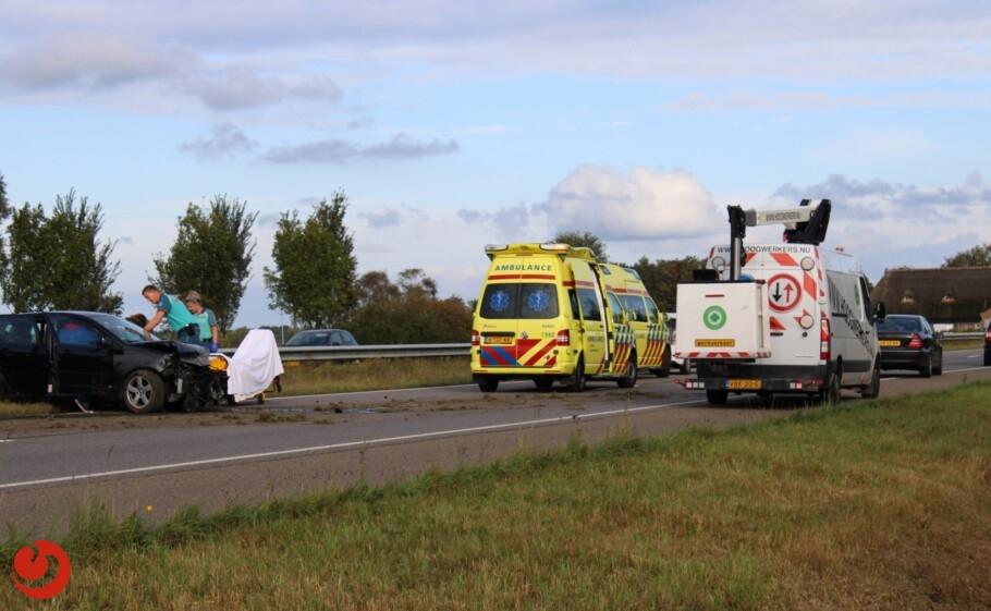 Auto tegen vangrail; één persoon gewond