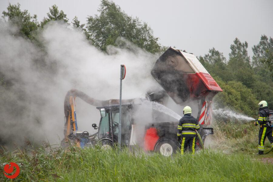 Bermmaaier in brand; veel rook