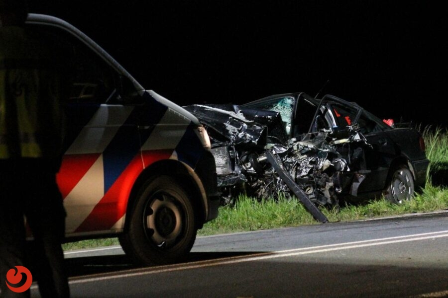 Twee personen bekneld bij ernstig ongeval