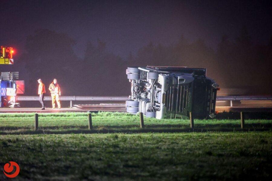 A7 uren dicht vanwege gekantelde vrachtwagen
