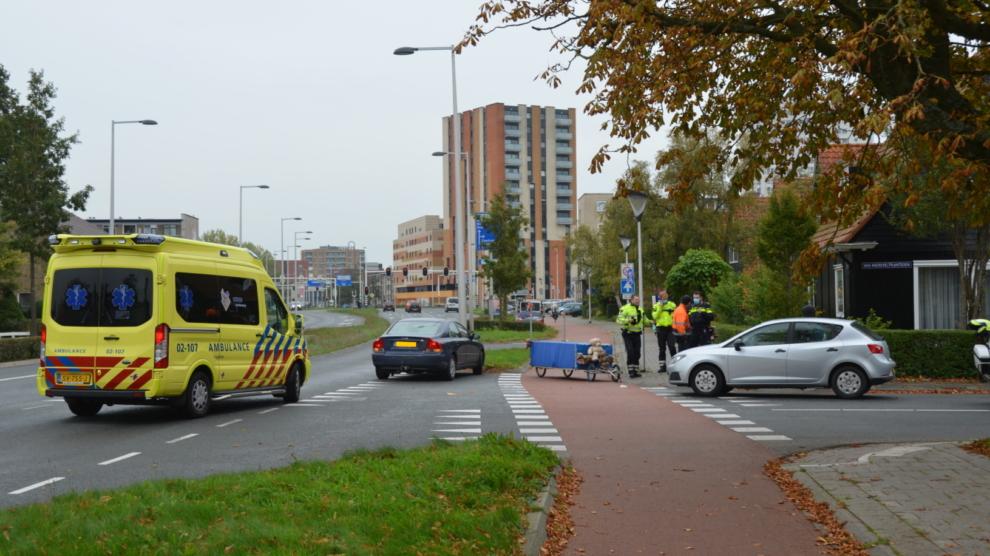 Scooterbestuurder gewond door aanrijding met auto