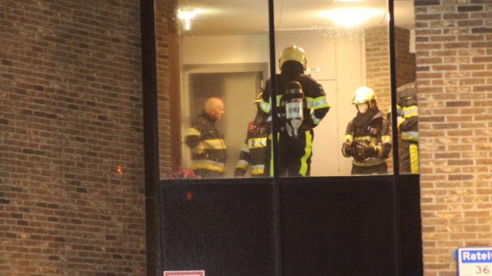 Bewoner naar ziekenhuis bij woningbrand
