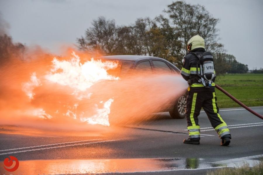Auto verwoest door brand op N358