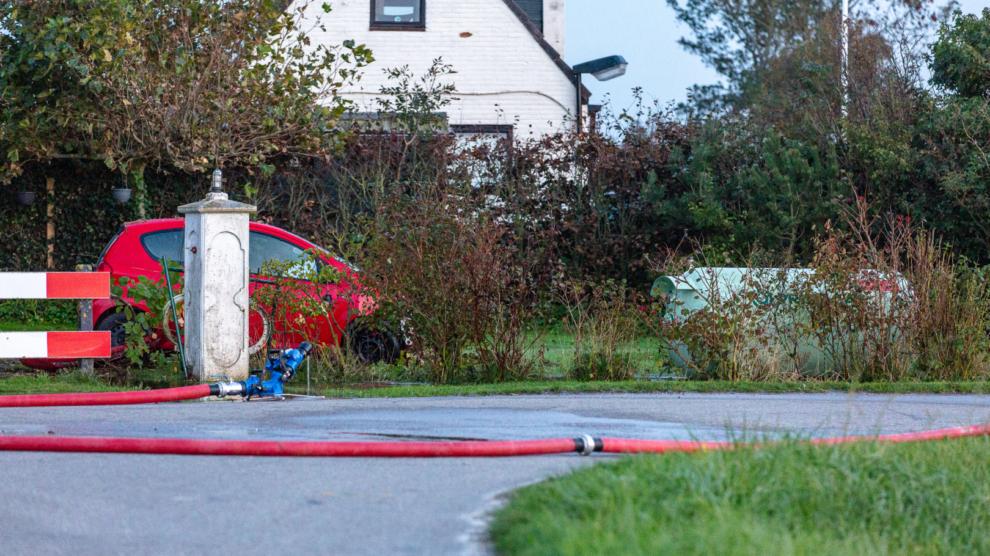 Auto belandt in tuin en ramt gastank