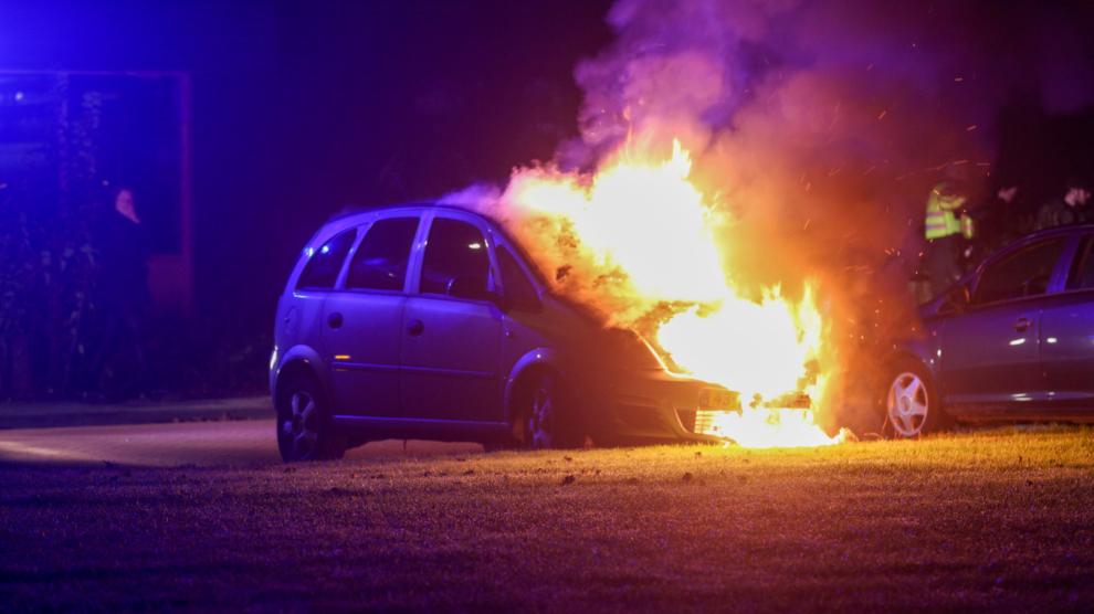 Auto gaat verloren door felle brand