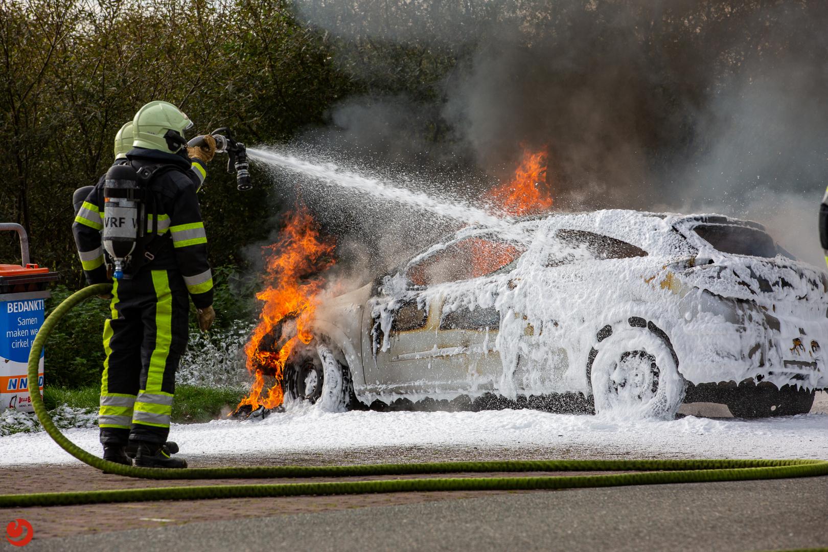 Auto uitgebrand op parkeerplaats langs A7