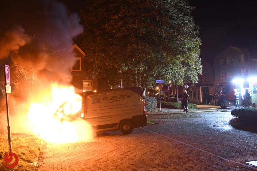 Bestelbus uitgebrand op parkeerplaats