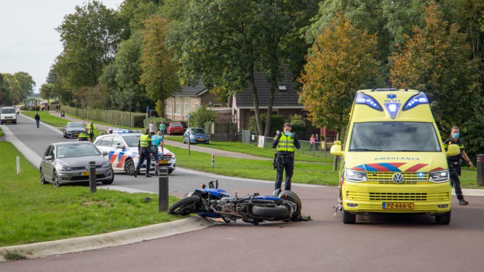 Motorrijder gewond bij botsing met auto