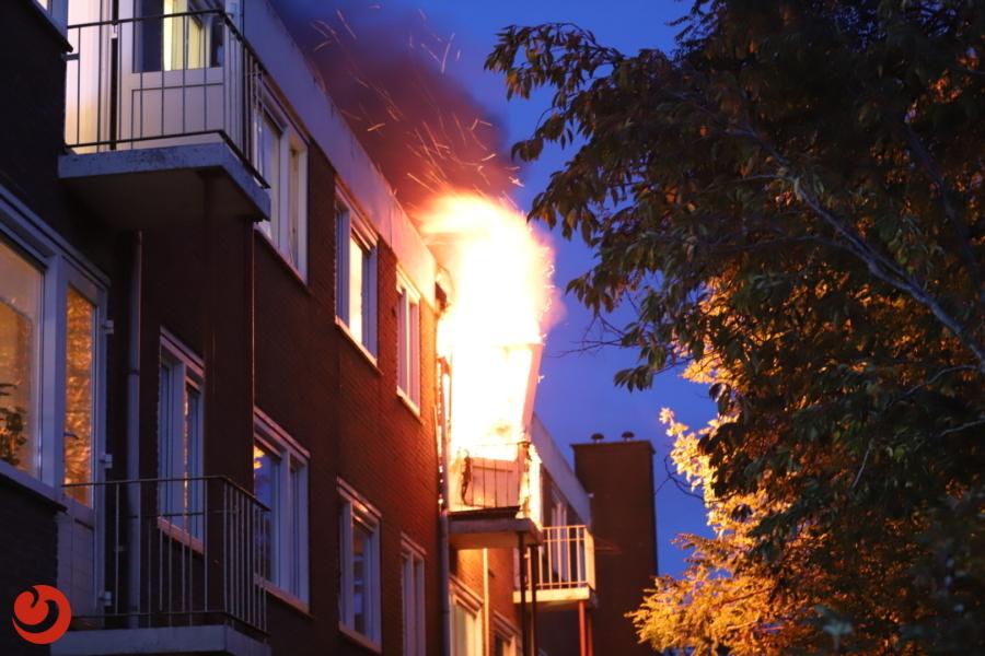 Vier gewonden bij uitslaande brand portiekwoning