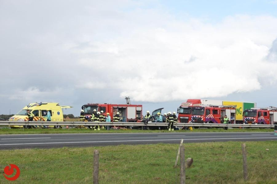 Bestuurder gewond na botsing met vrachtwagen op A6