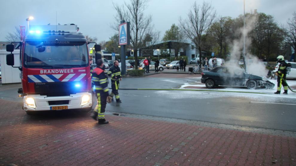 Autobrand op parkeerplaats