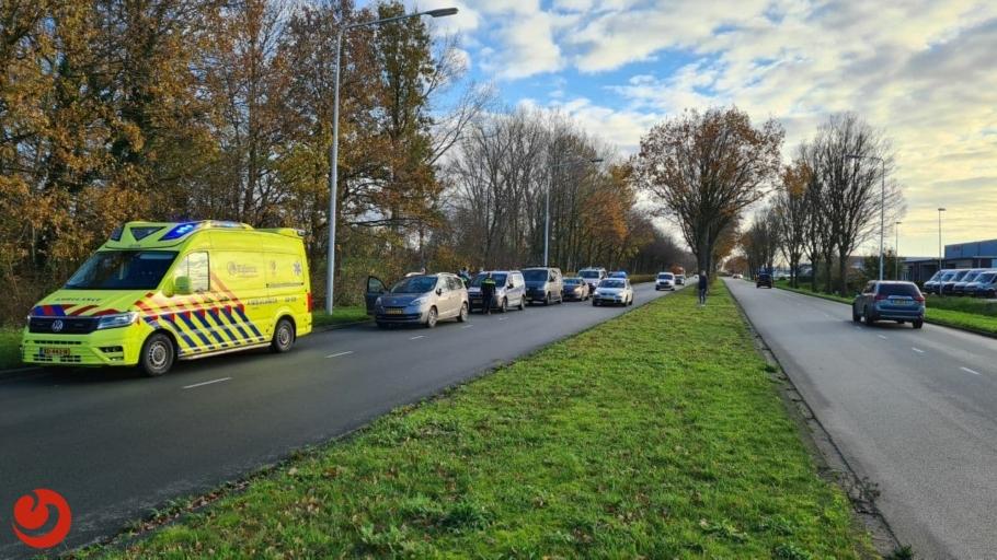 Bestuurder gewond na kop-staartbotsing met vier auto's