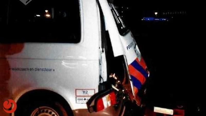 Politiewagen toegetakeld met zwaar vuurwerk