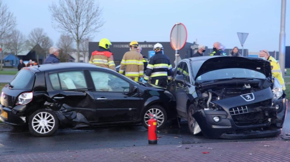 Drie gewonden bij ongeval op rotonde
