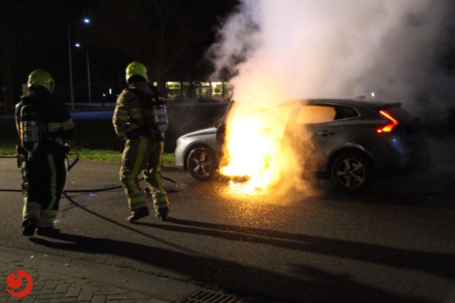 Auto brandt van binnen uit