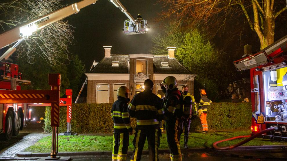 Schoorsteenbrand zorgt voor langdurige inzet brandweer