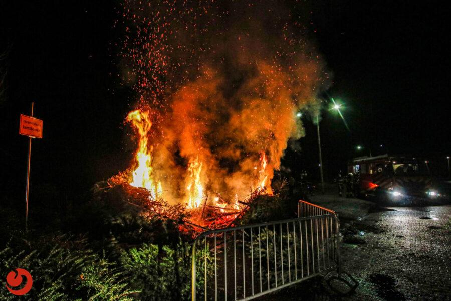 Brand bij inzamelpunt voor kerstbomen