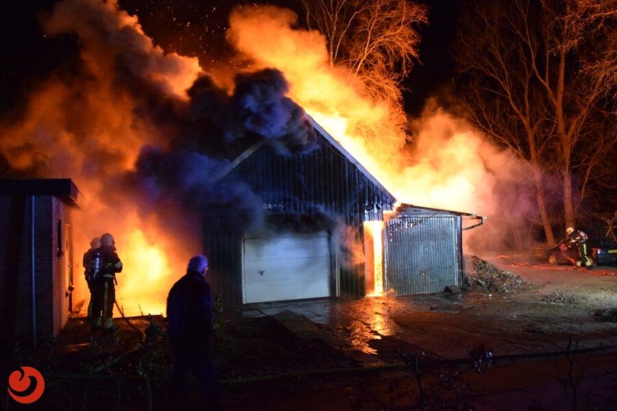 Uitslaande brand in garage; motor gaat verloren