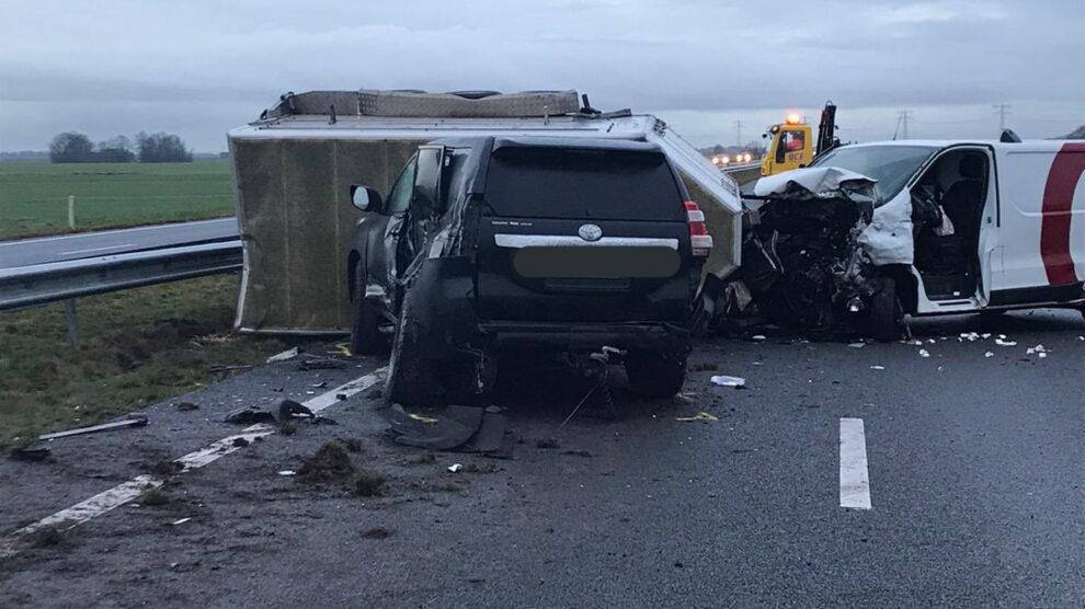 Twee gewonden bij ongeval N31; weg uren afgesloten