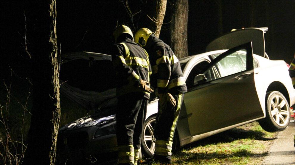 Auto belandt bijna in sloot na brand