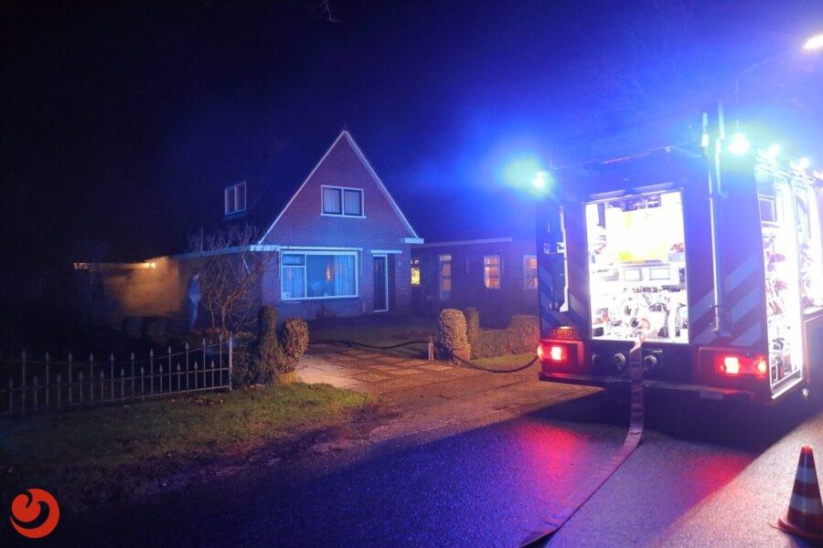 Houtkachel veroorzaakt woningbrand; veel rookontwikkeling