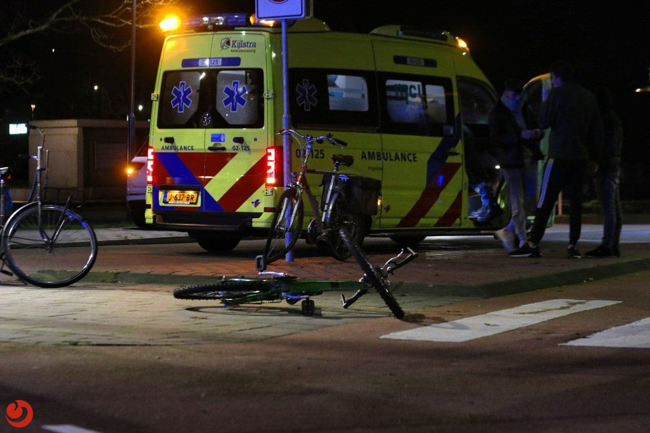 Fietser gewond door botsing met auto.