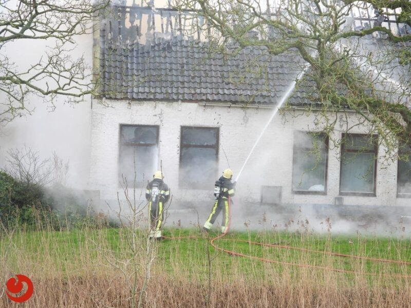 Voormalige boerderij gaat in vlammen op