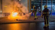Schade door brandende dixi tegen gevel